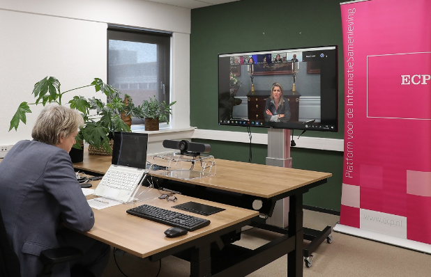 Koningin Máxima spreekt met experts over mensgerichte AI